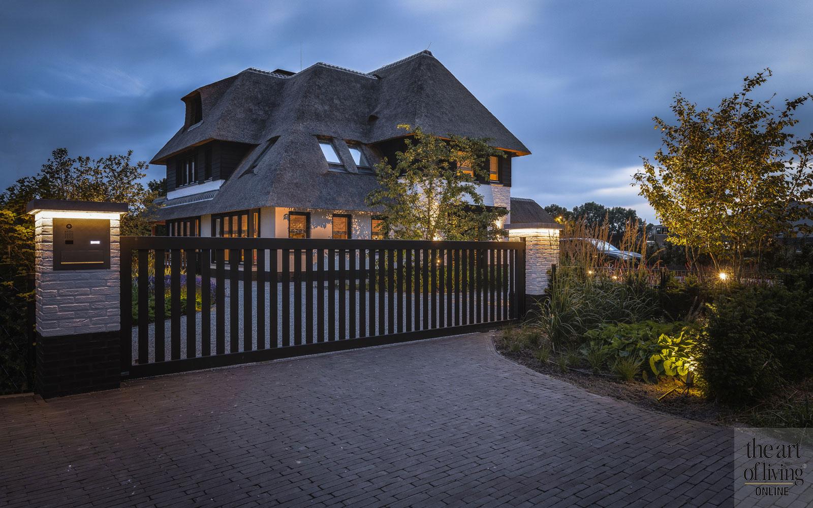 Droomvilla met rieten dak, Bouwbedrijf Van Leent, The Art of Living