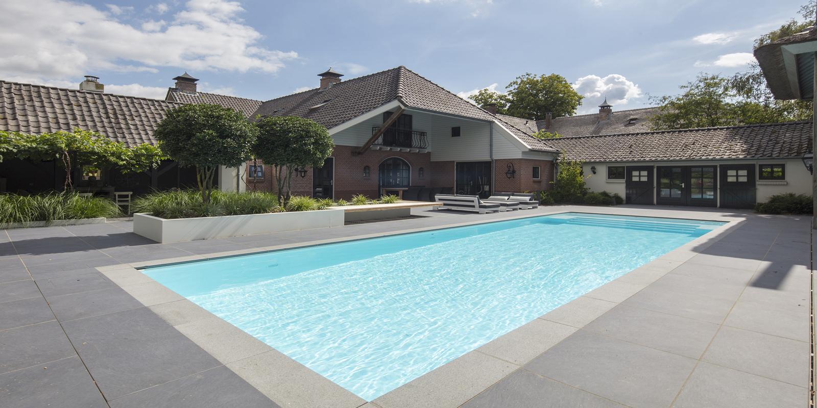 buitenzwembad, Ambiance zwembaden, zwembad in achtertuin, luxe, the art of living