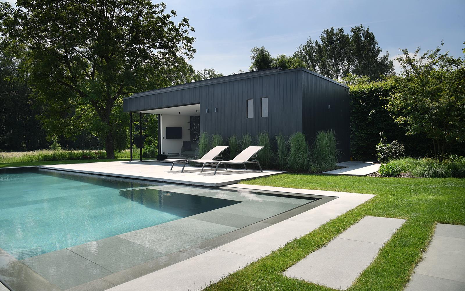 Strakke tuin, Willy Naessens, zwembad, buitenzwembad, The Art Of Living